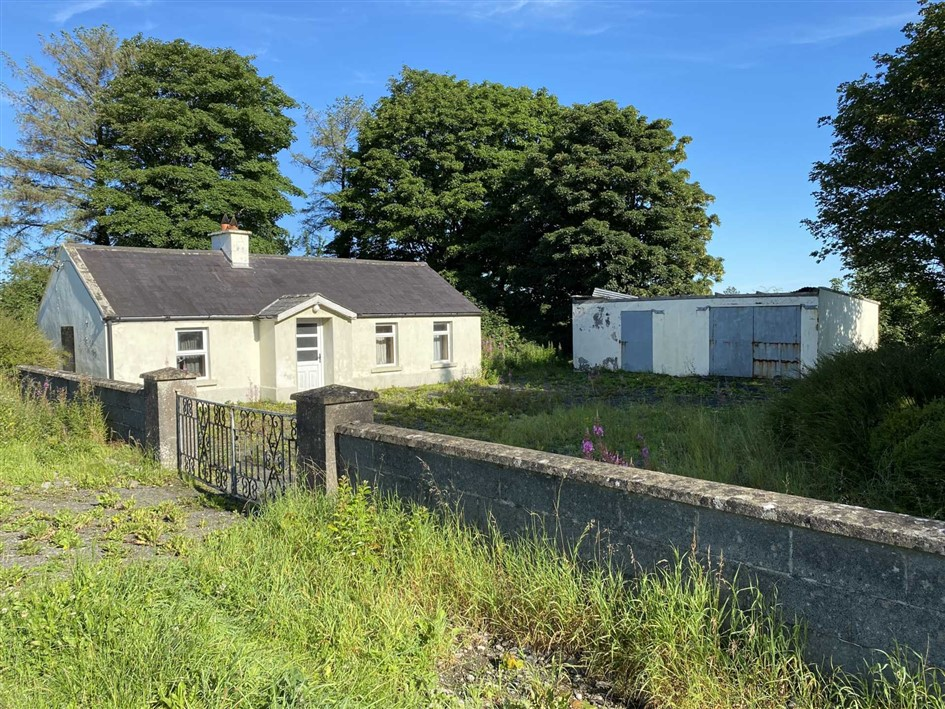 Sunny September Public Auction sees property sold for €265,000